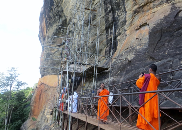 Even the monks were excited to take a pic before going up. ;-O