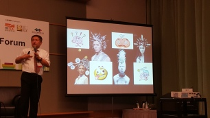 Doctor Chou(Taiwan)using his creative images to analyze how human brains work thanks to the highspeed technology