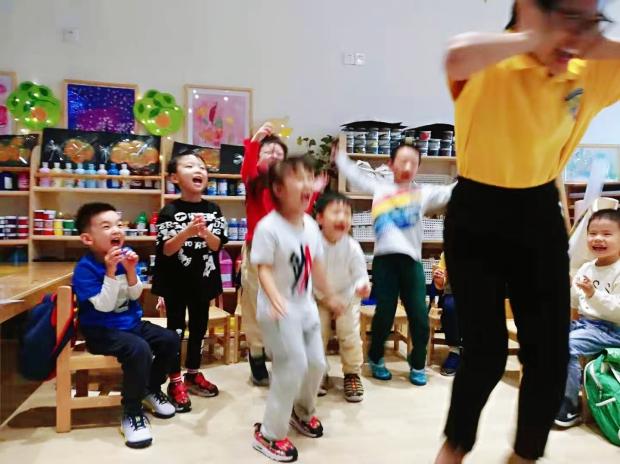 "---""Teaching Kids Chess"", Shanghai, 2019.11 | 《教小朋友国际象棋》朱老师摄于上海"